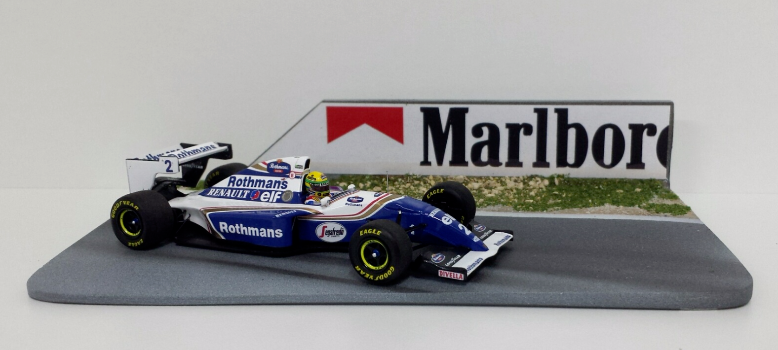 MINICHAMPS 1/43 MODEL F1 AYRTON SENNA WILLIAMS PACIFICO 1994 + BASE TRACK NEW