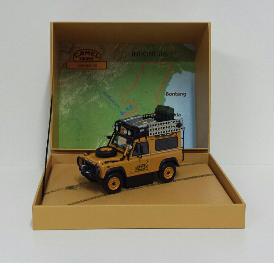 ALMOST REAL 1:43 MODELLO AUTO DIECAST LAND ROVER DEFENDER 90 CAMEL TROPHY BORNEO