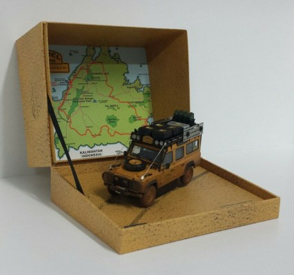 almost-real-1-43-modellino-auto-fuoristrada-land-rover-defender-110-camel-trophy-malesia-1993-dirty-version-diecast-2