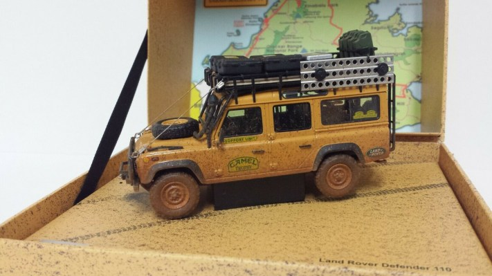 almost-real-1-43-modellino-auto-fuoristrada-land-rover-defender-110-camel-trophy-malesia-1993-dirty-version-diecast-3