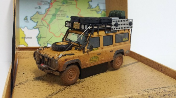 almost-real-1-43-modellino-auto-fuoristrada-land-rover-defender-110-camel-trophy-malesia-1993-dirty-version-diecast-4