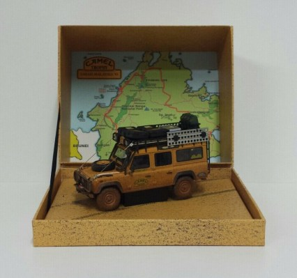 almost-real-1-43-modellino-auto-fuoristrada-land-rover-defender-110-camel-trophy-malesia-1993-dirty-version-diecast