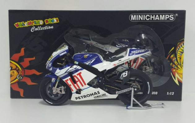 minichamps-valentino-rossi-1-12-yamaha-yzr-m1-motogp-2010-limited-edition-1