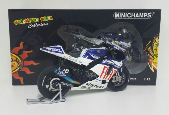 minichamps-valentino-rossi-1-12-yamaha-yzr-m1-motogp-2010-limited-edition-3